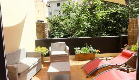terrasse chambre avec jacuzzi et chambre sup baignoire photo de nyx hotel perpignan tripadvisor. Black Bedroom Furniture Sets. Home Design Ideas