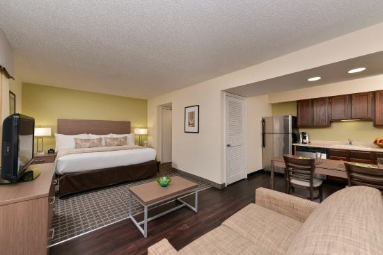 Business travelers, university and convention attendees, and visitors looking for a clean, convenient hotel with exceptional customer service in the heart of San Jose and Silicon Valley, should look no further than the Holiday Inn Express Central City.