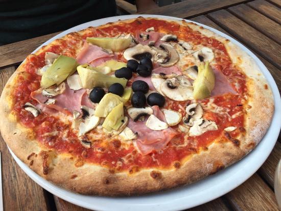Aposto: Pizza Promotion on Monday
