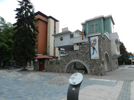 TCC Plaza Hotel: Дом Матери Терезы недалеко от отеля