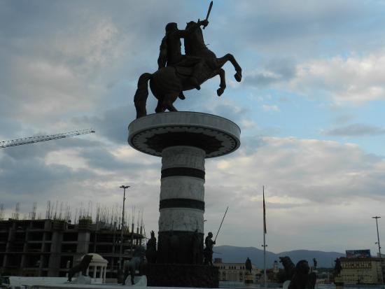 TCC Plaza Hotel: Памятник Александру Македонскому