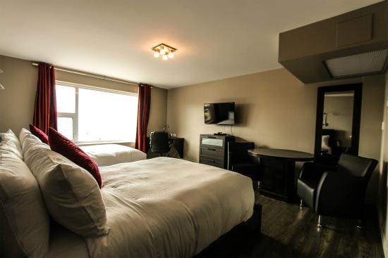 Hotel Le Saint-Germain : Magnifique chambre à deux lits Queen