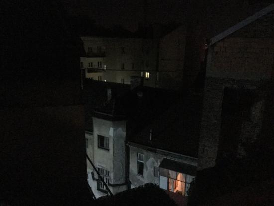 Apartments Skadarlija: Ночной вид из окна