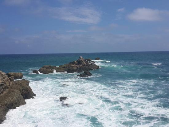 Salinas, Ekuador: Playa bonita pero peligeosa hay rocas y la marea es fuerte