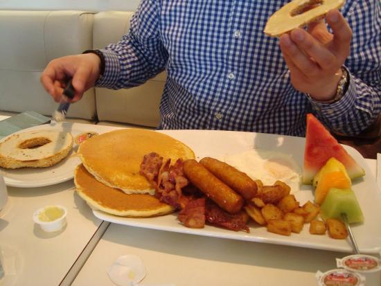 B & M Restaurant : Awesome breakfast!