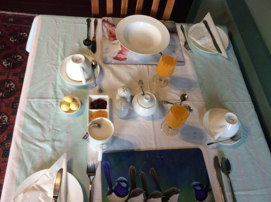 Argyll Guesthouse: Breakfast set up