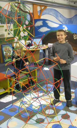 Building with straws. - Picture of Discovery Space of ...