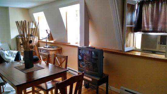 Studios Nouvelle-France: TV and dinette