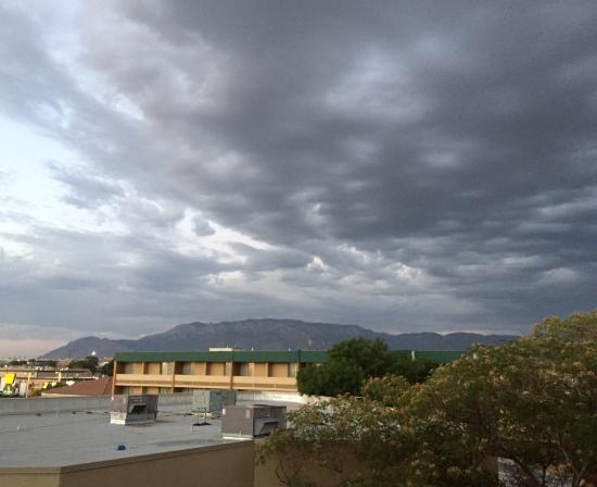 MCM Elegante Hotel: Sunset and Rain Cloud