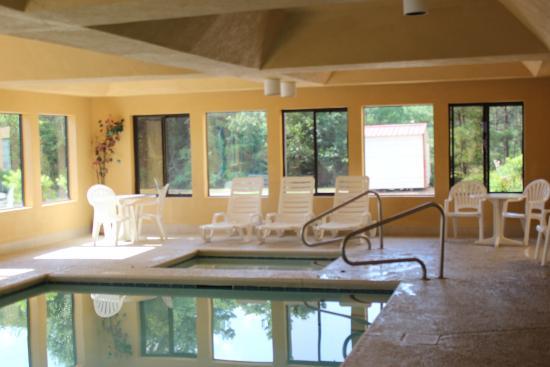 Best Western Bradbury Inn & Suites: Great pool and hot tub