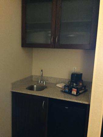 SpringHill Suites Denver Airport: Coffeemaker/Microwave/Refrigerator/Sink