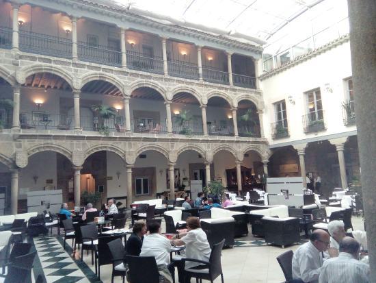 Palace of Los Velada : PATIO INTERIOR - BAR RESTAURANTE