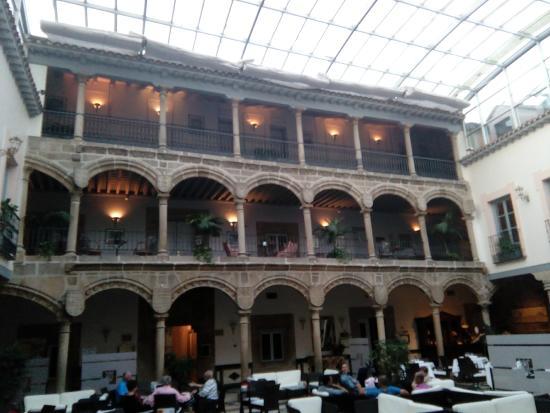 Palace of Los Velada : ARCOS DEL PATIO INTERIOR