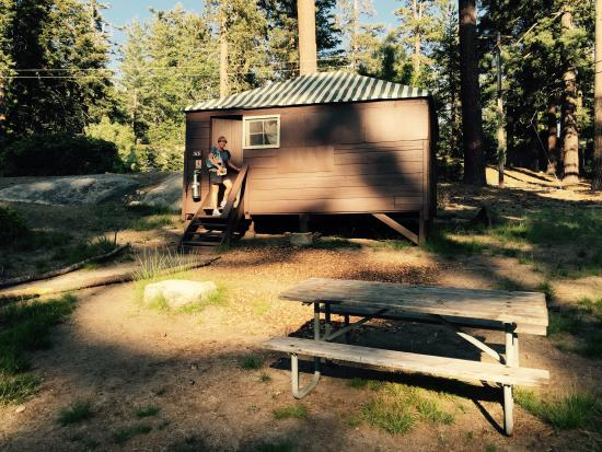 Grant Grove Cabins: Cabin no bathroom