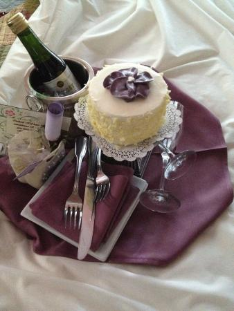 Orchard Hill Country Inn: Anniversary surprise!