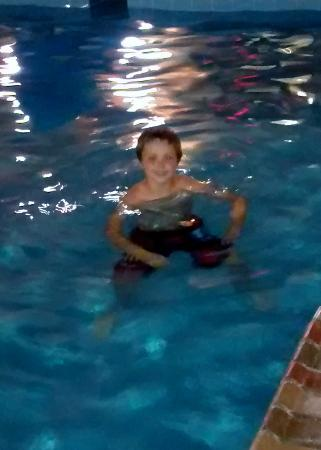 Days Inn & Suites Milford: Night swim