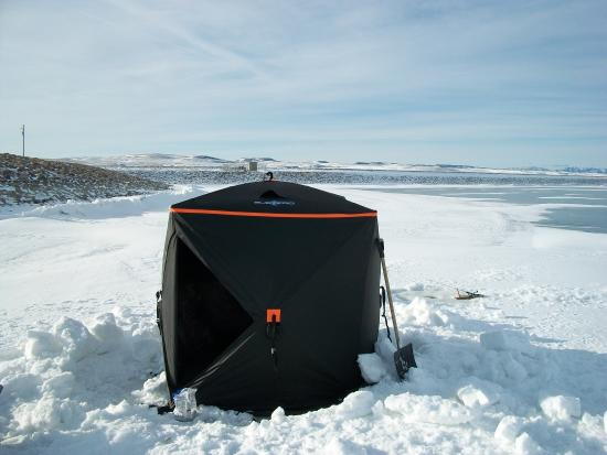Nanton, Canadá: Ice Fishing In Comfort