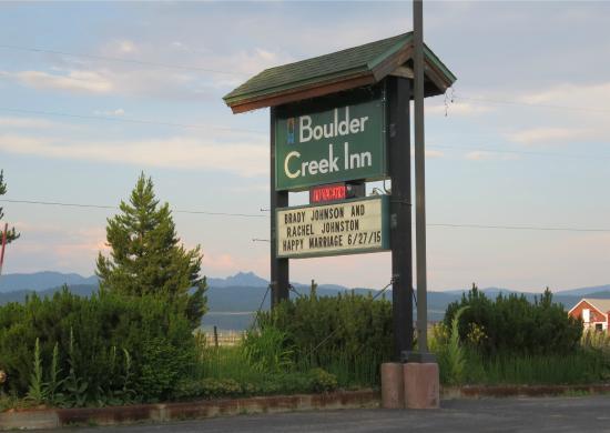 Boulder Creek Inn: The sign on Highway 55