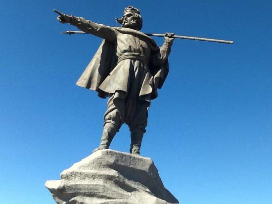 Monumento Chacho Peñaloza