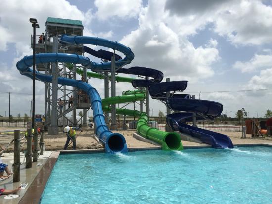 Hawaiian Falls Water Park and Adventure Park : Maui Wowee Slides