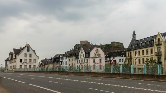 Kulturhotel Koblenz: Вид гостиницы с автобусной остановки