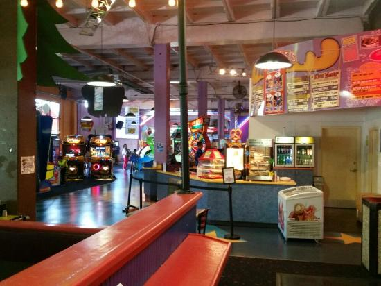 Edmonds, WA: Family Fun Center & Bullwinkles Restaraunt