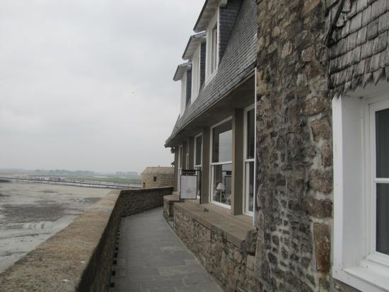 Le Duguesclin: Restaurant avec vue sur la baie