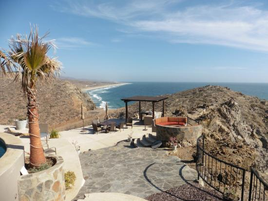 Arriba de la Roca: View of the grounds: fire pit, outdoor kitchen & beach