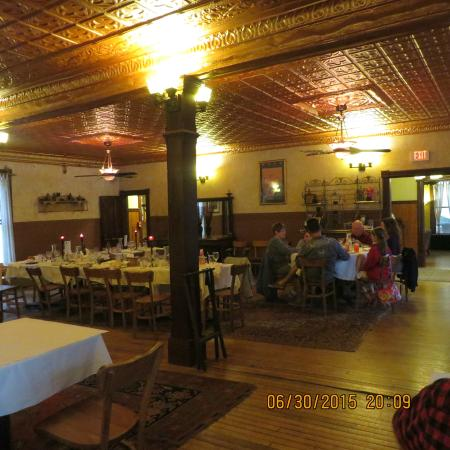 The Woods Inn: Large dining room