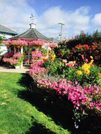 Mill Rose Inn: Beautifully landscaped gardens