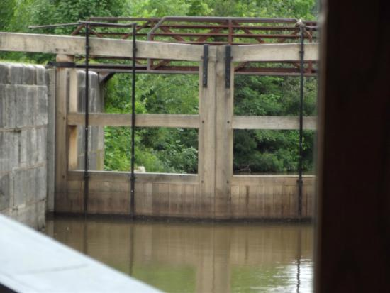 Providence Metropark & the Isaac Ludwig Mill: Entering lock #44 on the return trip.