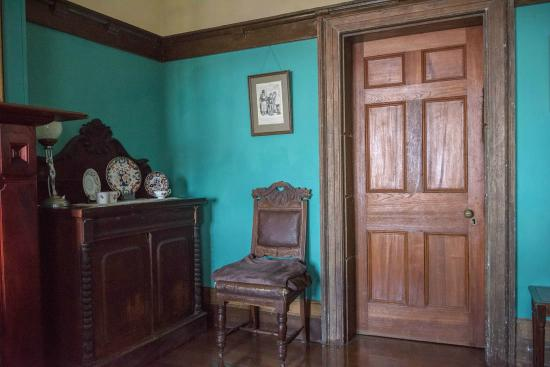 Crown & Anchor Inn: Historic sitting room.