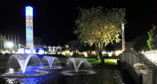 Chancellor Motor Lodge & Conference Centre: The Square by night