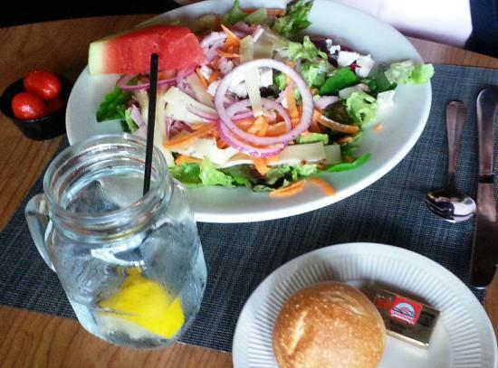 Duxbury, MA: yummy-looking salad (not mine)