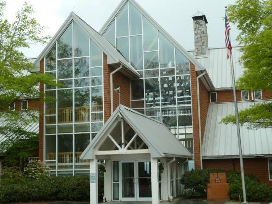 Amicalola Falls State Park Lodge Restaurant: the lodge/restaurant entrance