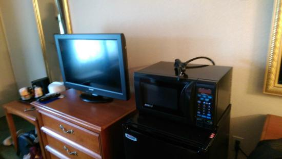 Park Inn by Radisson Indiana: large fridge with micro and good amount of tv channels