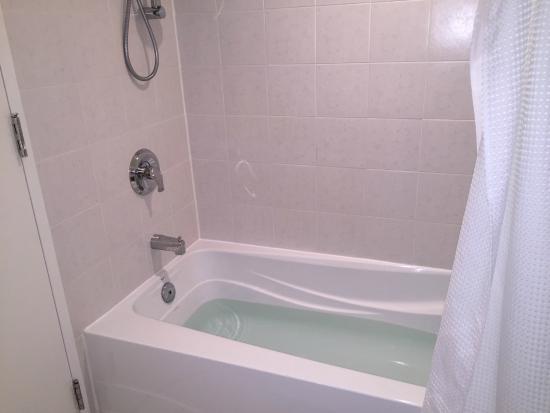 Hotel Ruby Foo's: Deep tub - lots of hot water