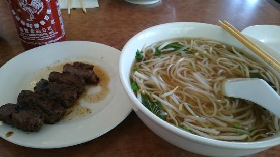 Viet Ai Vietnamese Restaurant : Pho with Grilled Beef