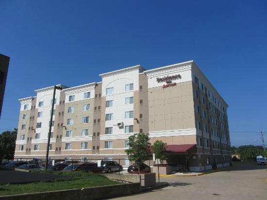 Residence Inn Tysons Corner Mall: outside hotel