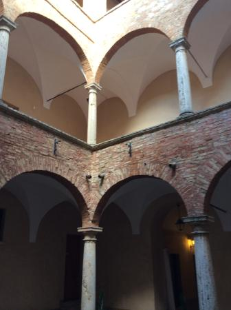 Palazzo Bellarmino: Building exterior and courtyard