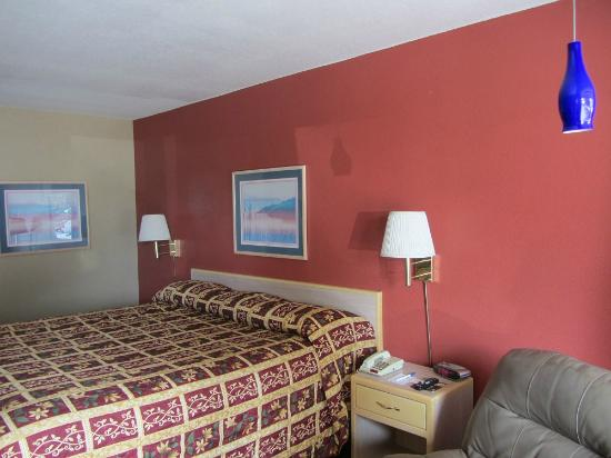 Americas Best Value Inn Garden City: room without bugs