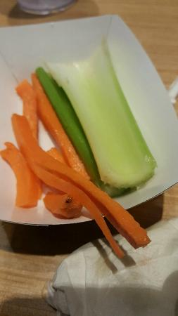 Union Gap, Waszyngton: Why yes, that is MOLD on the carrots and DIRT on the celery.