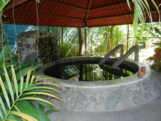Hotel Regis Panajachel: Thermal spring heated hot tub