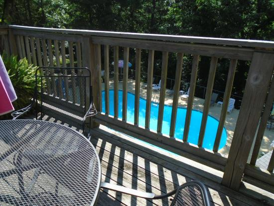 The Trails Inn: Balcony and tables above pool