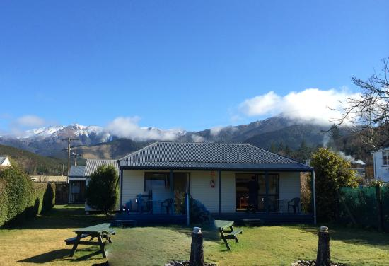 Jack in the Green Backpackers: View of BBQ tables, double ensuite cabins + mountains