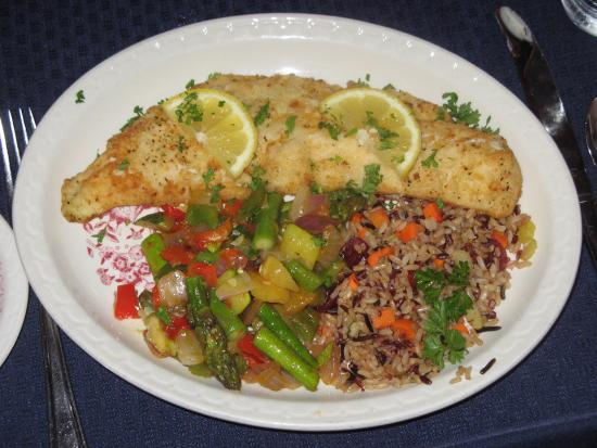 Naniboujou Historic Lodge Restaurant: Walleye Dinner