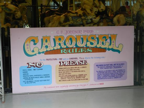 ‪C. Fred Johnson Park Carousel‬