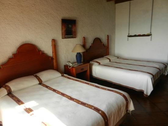 Hotel Posada de Don Rodrigo Panajachel: Room along the lake with bigger beds