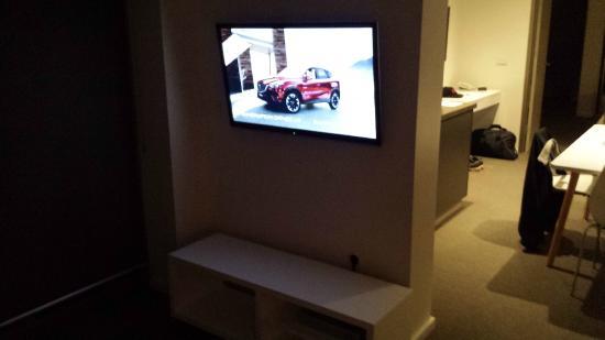 Caroline Serviced Apartments Brighton: TV area