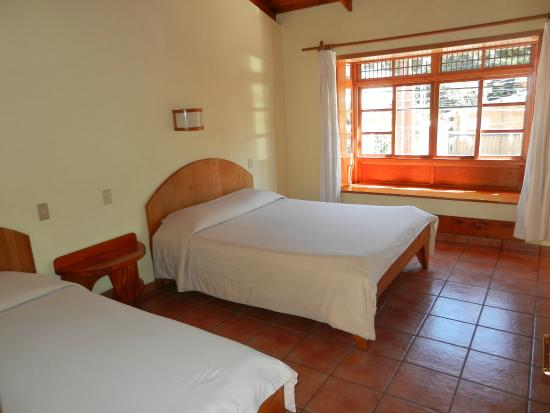 Hotel Primavera : Room on street with 2 beds